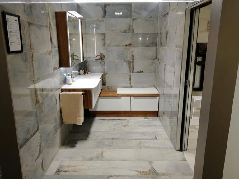 ausstellung-bad-marmor-poliert